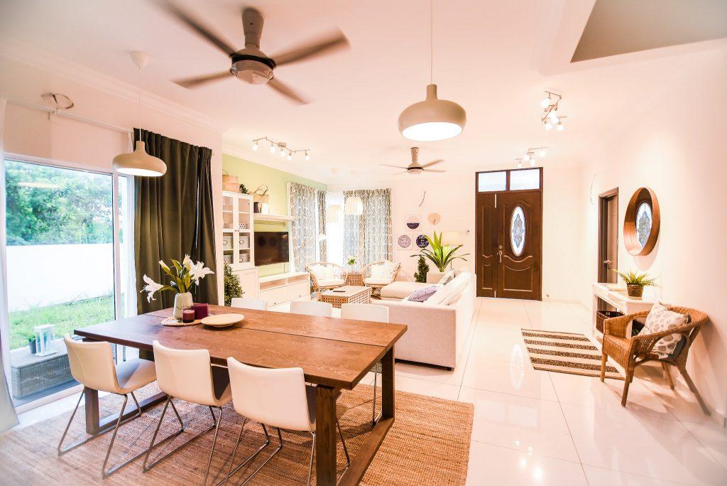 6- Living Area-min